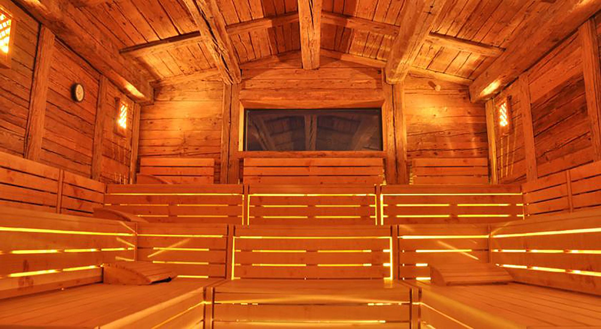 sauna quels sont ses bienfaits pour le corps et l 39 esprit. Black Bedroom Furniture Sets. Home Design Ideas